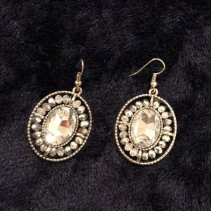 Jewelry - Fashion earrings